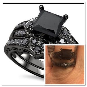 Jewelry - Black crystal Heart ring set